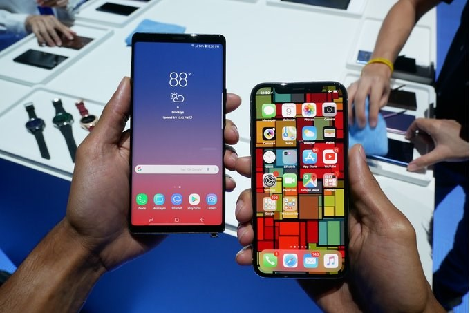 Samsung Note9, Apple iPhone X Contrast Pictures